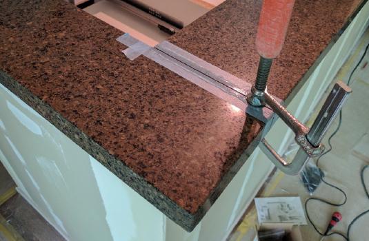 キッチン組み立て作業写真